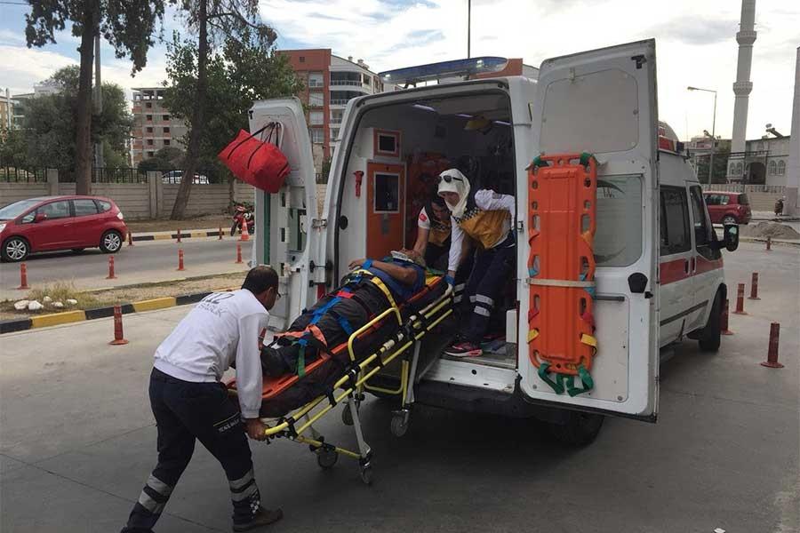 Adana'da kamyon ile işçi servisi çarpıştı: 8 yaralı