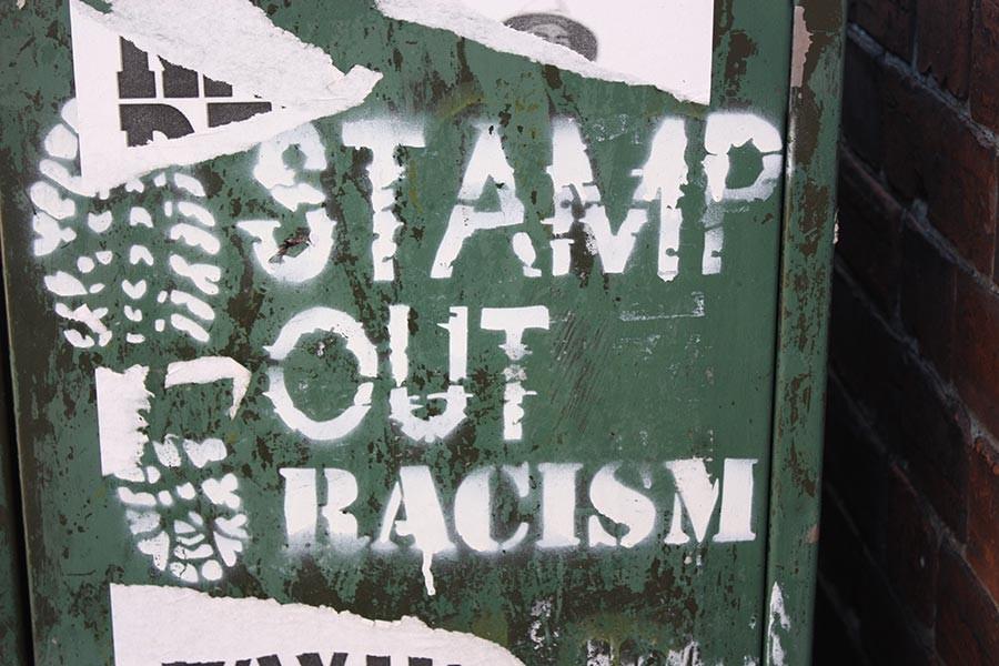 İzlanda'da kutlamalar bitti, ırkçılık tartışmaları sürüyor