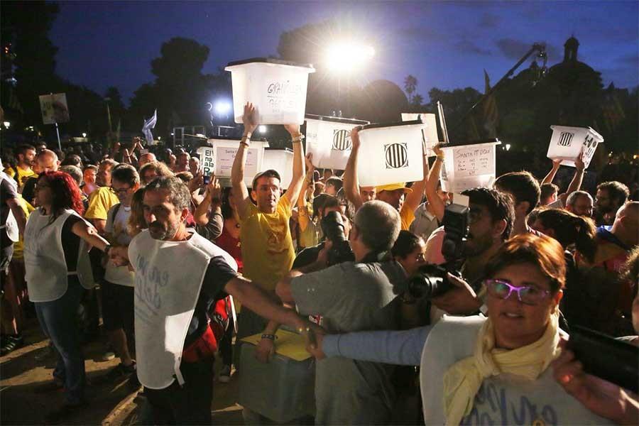 Bağımsızlık yanlısı Katalanlar sokağa çıktı: 1 Ekim'i unutmadık