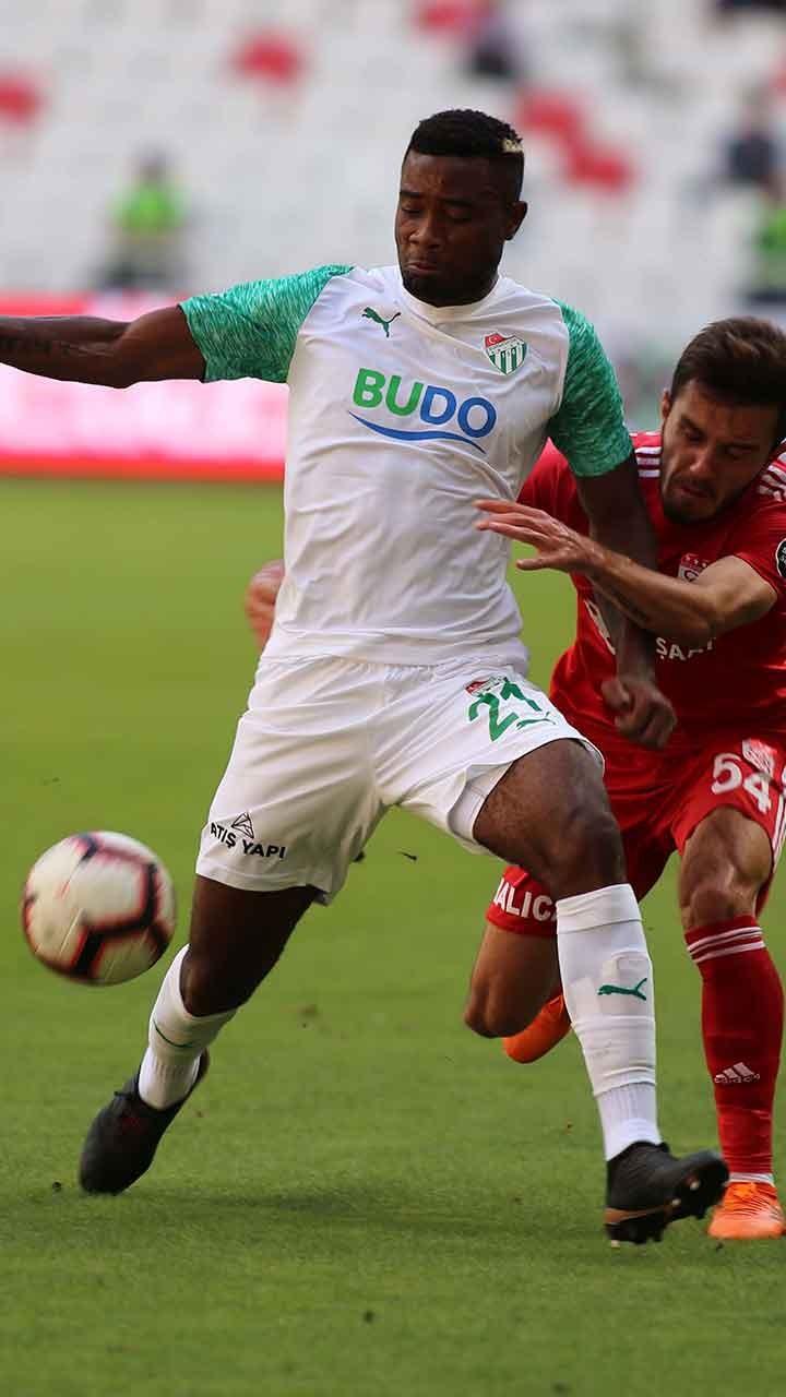 Fenerbahçede 3 futbolcu süresiz olarak kadro dışı bırakıldı 36