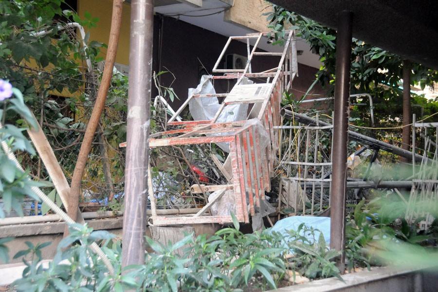 Demir yığınları altında kalan işçi yaşamını yitirdi
