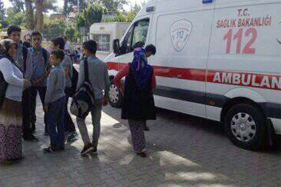 Aşı sonrası fenalaşan 40 öğrenci hastaneye kaldırıldı