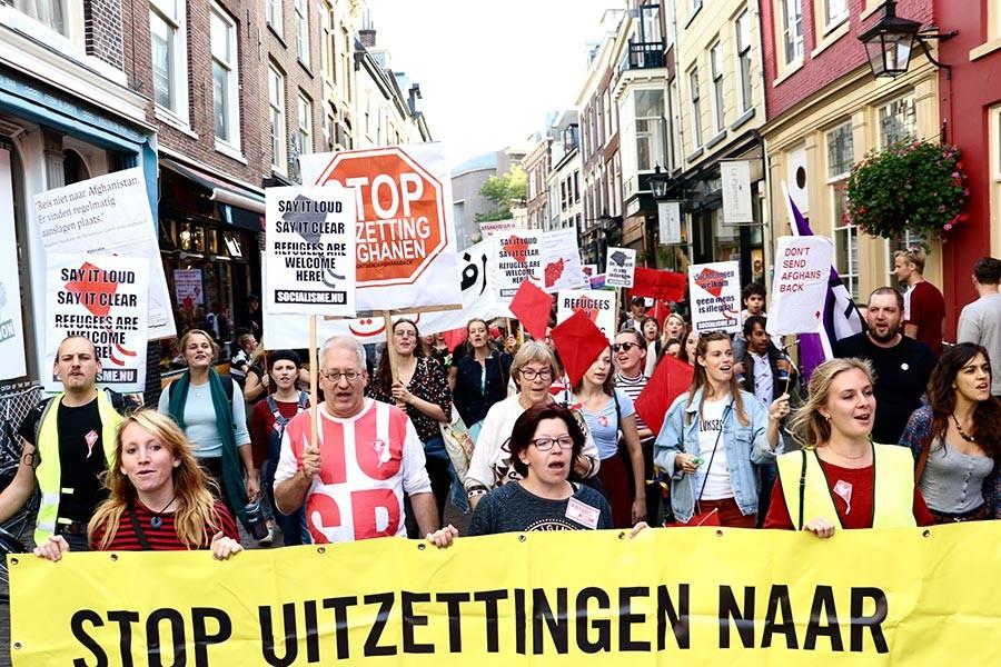 Hollanda'da mülteci eylemi: Mülteciler içeri, ırkçılar dışarı!