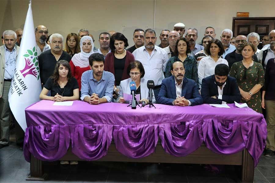 Diyarbakır'da gizli tanıklı tutuklamalara tepki
