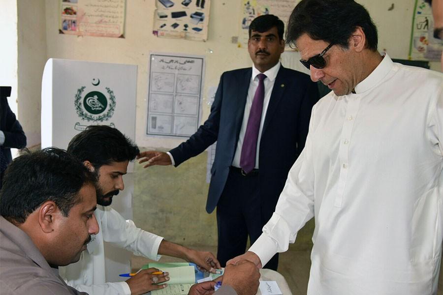 Pakistan'da ara seçimler için oy kullanma işlemi sona erdi