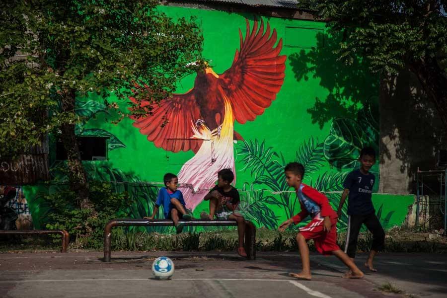 Cennet Kuşları dünyanın dört bir yanındaki duvarlara konuyor