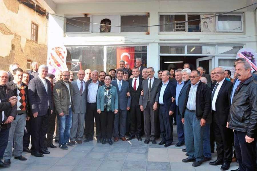 CHP Selendi ilçe yönetimi görevlerinden istifa etti