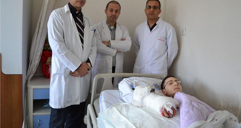 Suriyeli işçinin kopan kolu dikildi