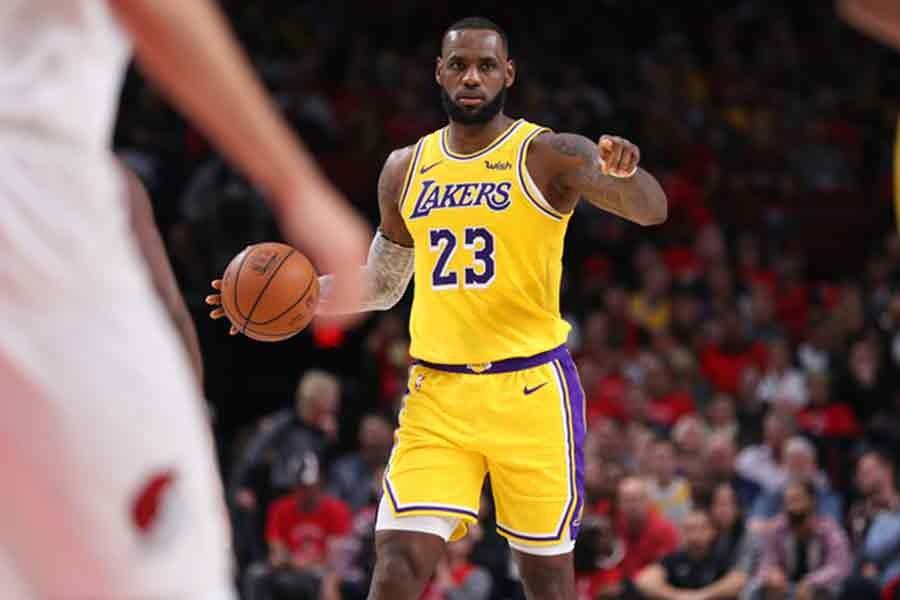 LeBron James, Lakers'la çıktığı ilk maçtan mağlubiyetle ayrıldı