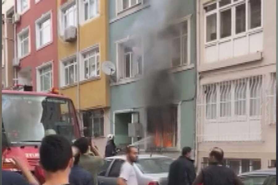 Fatih'te yangın: Mahsur kalan 4'ü çocuk 8 kişi kurtarıldı