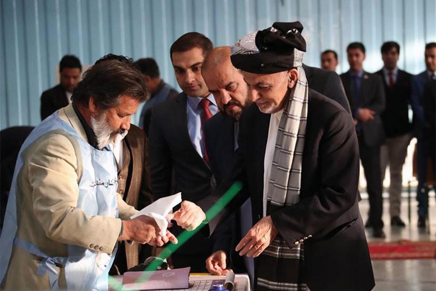 Afganistan'da bombalı saldırılar altında milletvekili seçimleri