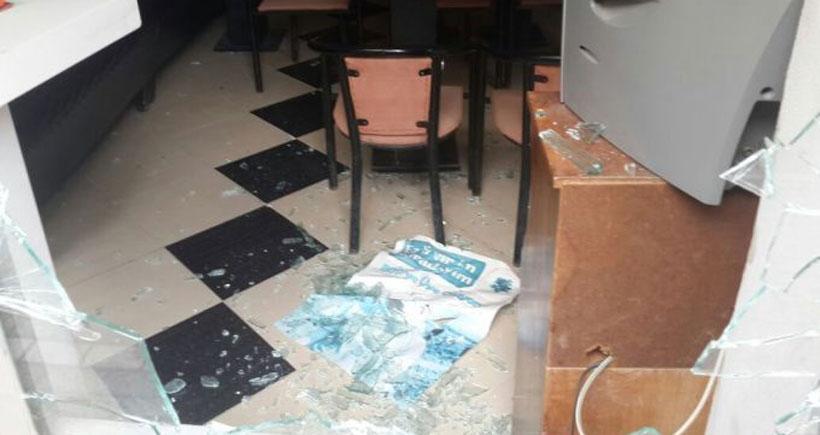 Akhisar'de HDP binasına saldırı