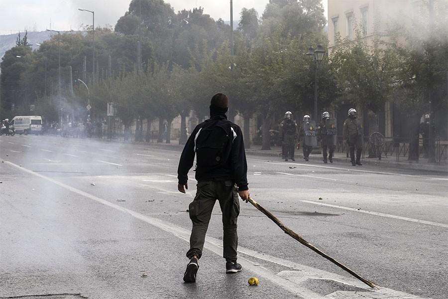 Yunanistan'da liseli gençlerin protestoları sürüyor