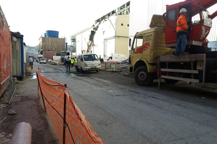 Erdemir'de patlama: 1'i ağır, 2 işçi yaralı