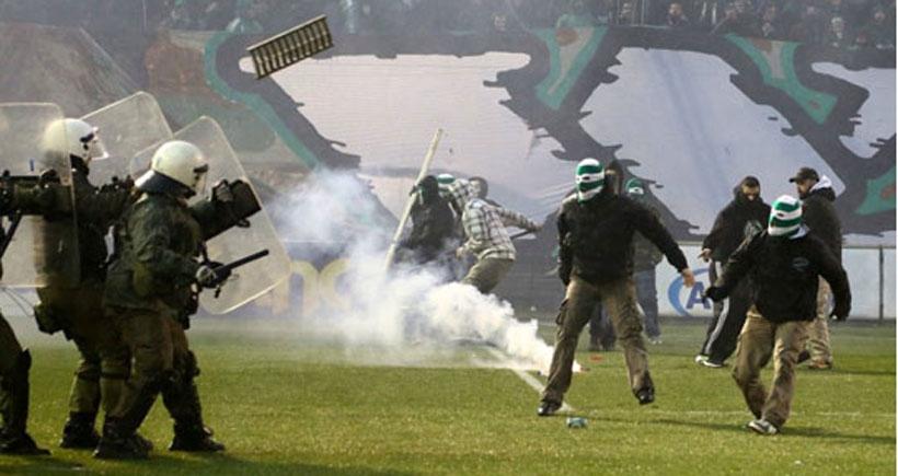 Yunanistan'da futbol ligleri askıya alınıyor