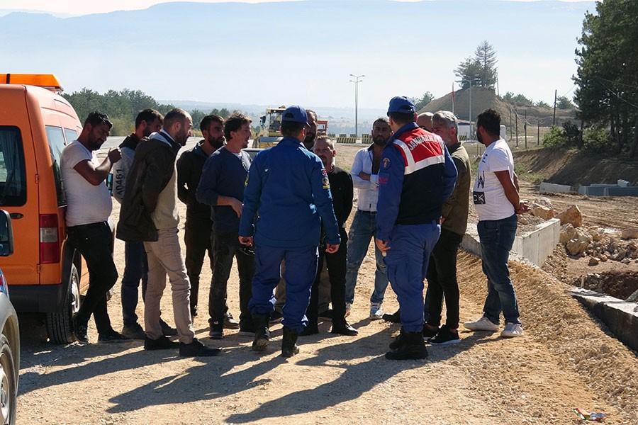 Karabük'te ücretlerini alamayan işçiler iş bıraktı