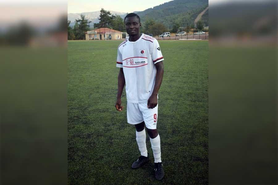 Sahada kalp krizi geçiren Nijeryalı futbolcu Mawoyeka yaşamını yitirdi