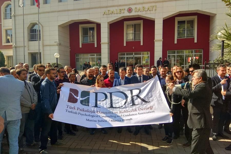 Türk PDR-Der'den gözaltına alınan meslektaşları için tepki