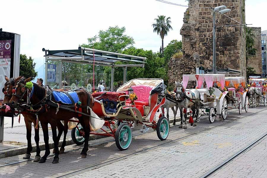 Antalya'da faytonlar kaldırılıyor