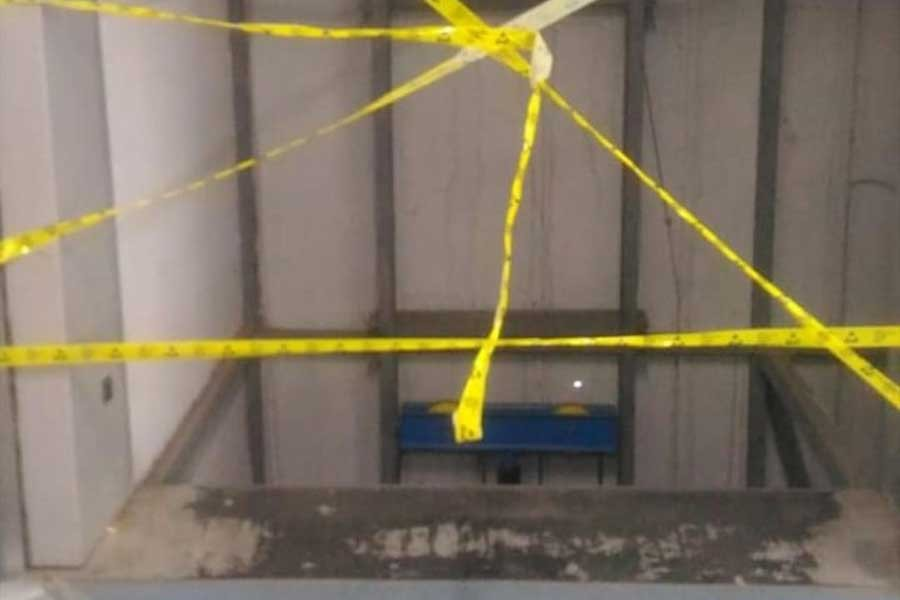 Beylikdüzü'deki fabrikada asansör çakıldı, işçinin ayağı kırıldı