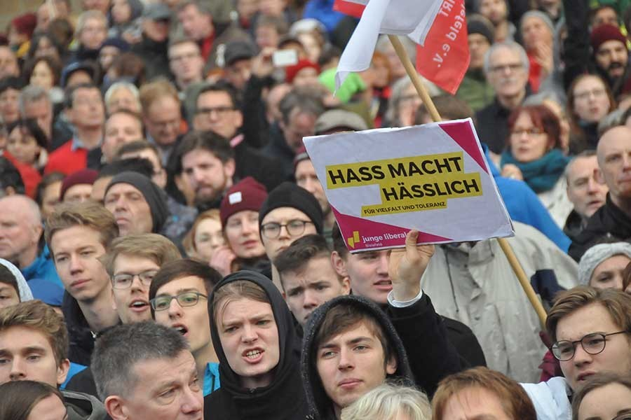 Almanya'da ırkçılar silahlanıyor