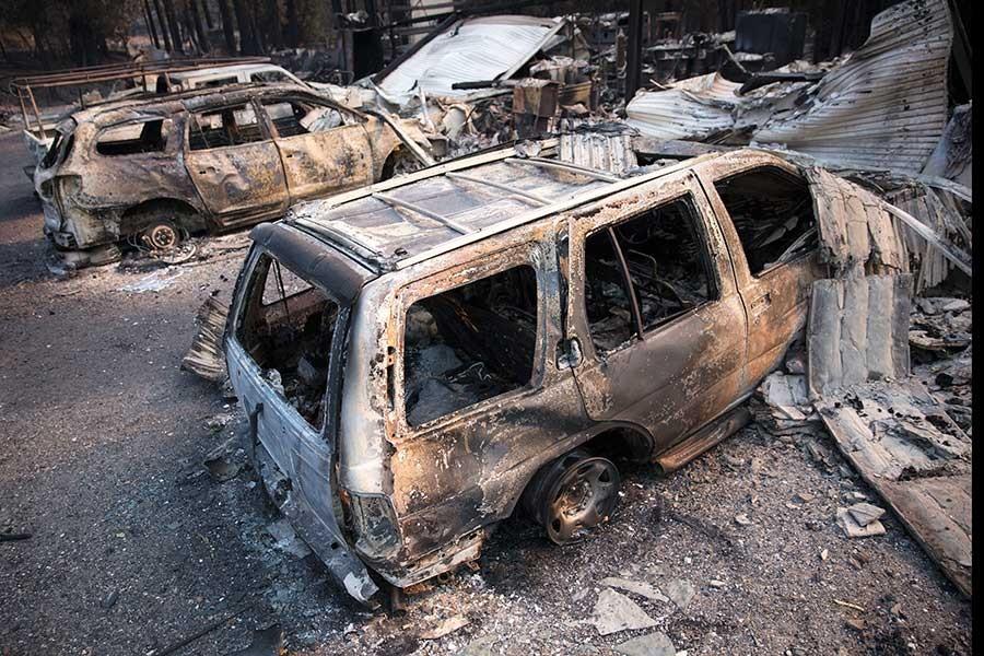 Kaliforniya'da yangın sönmeye başladı ancak arama çalışmaları zorlaştı