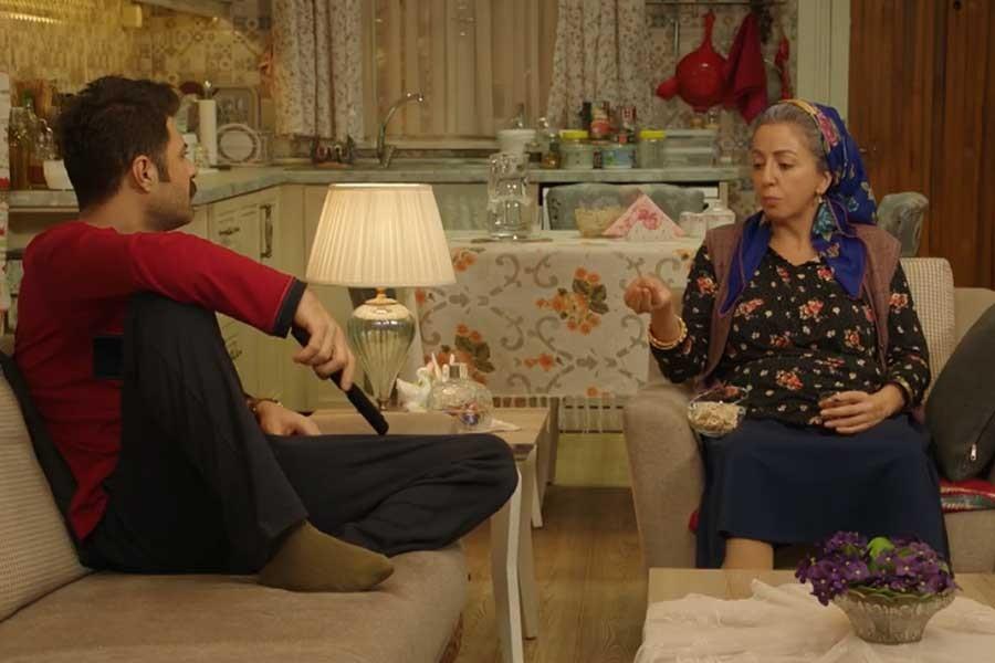 TV8'de yayınlanan Jet Sosyete dizisinde 'gay' kelimesi sansürlendi
