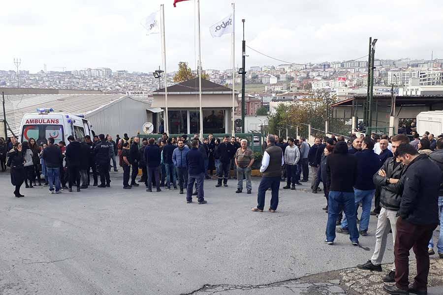 Avcılar'da fabrika boyahanesinde yangın: 4 işçi hastaneye kaldırıldı