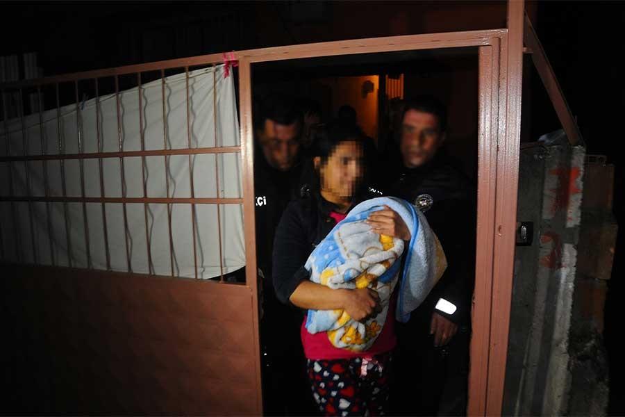 Kadın, 1 yaşındaki çocuğunu döverek öldürdü