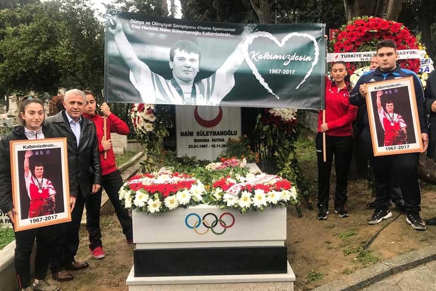 Naim Süleymanoğlu mezarı başında anıldı