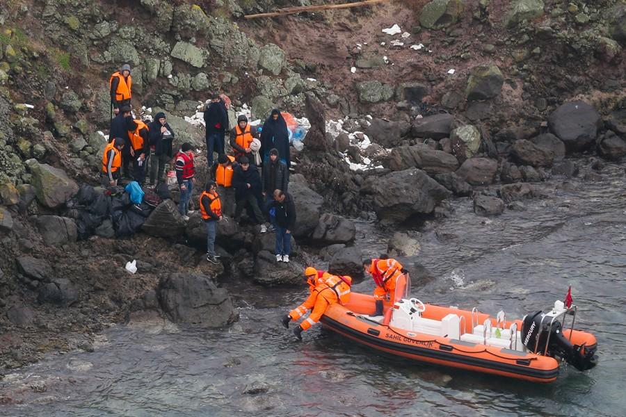 Adada mahsur kalan 44 mülteci kurtarıldı