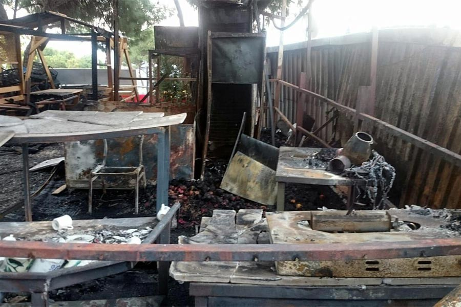 Bergama Antik Kenti girişinde yangın: 5 dükkanda hasar var