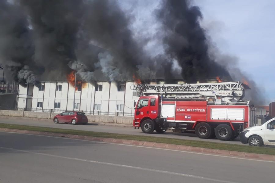 İnşaat işçilerinin kaldığı prefabrikte yangın çıktı