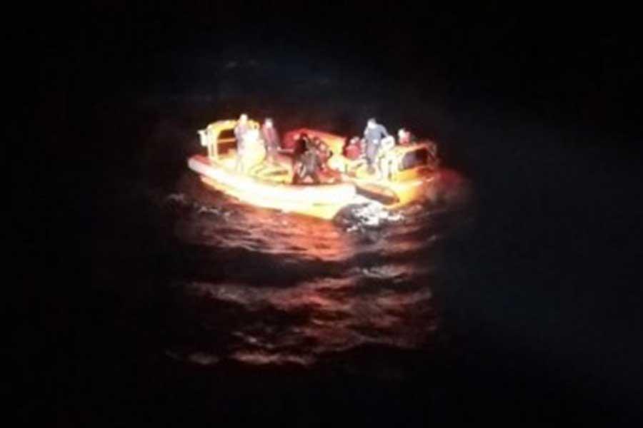 Mültecileri taşıyan tekne battı: 1 kişi öldü, 10 kişi kurtarıldı
