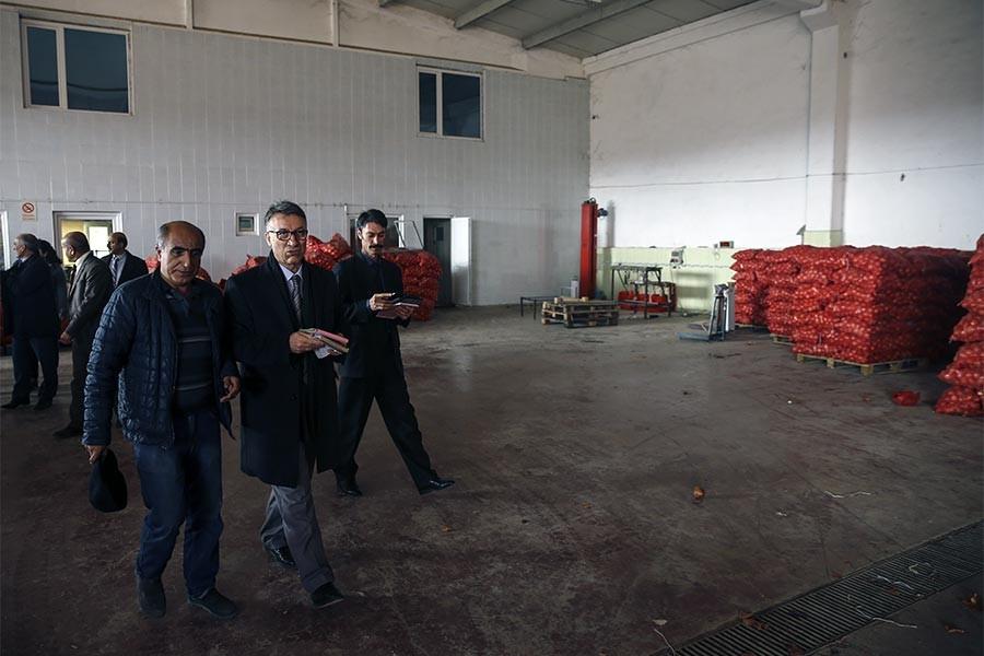 Artan soğan fiyatına karşı polisiye önlem: Depolar basıldı