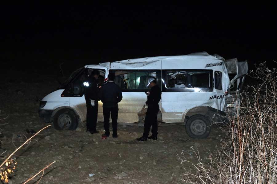 Hatay'da işçi minibüsü devrildi: 12 yaralı