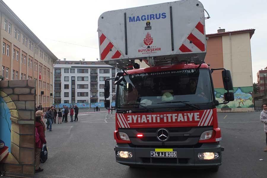 Ataşehir'de bir okulda yangın çıktı, eğitime 1 gün ara verildi