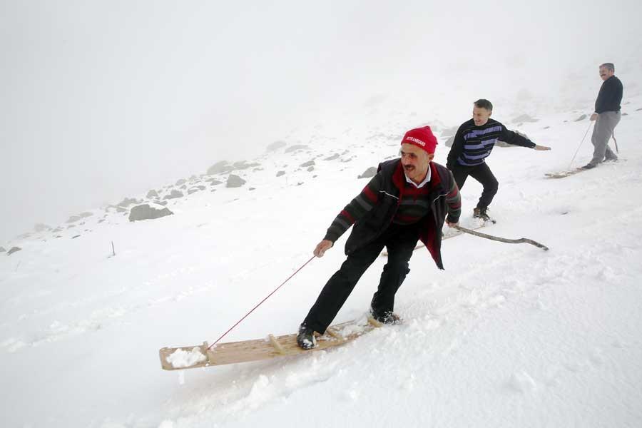 Rize Meşeköy'de 200 yıllık tahtalı kayak geleneği