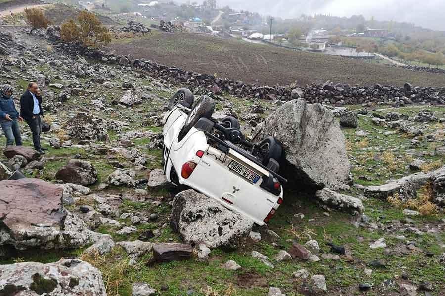 Siverek'te kamyonet devrildi, 6 belediye işçisi yaralandı