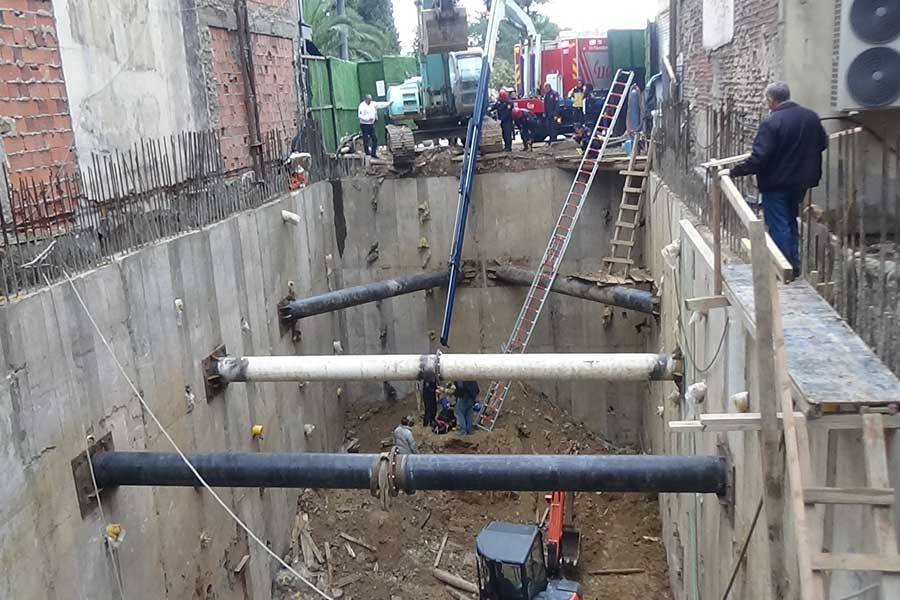 Kadıköy'de inşaatta 10 metrelik çukura düşen işçi kurtarıldı