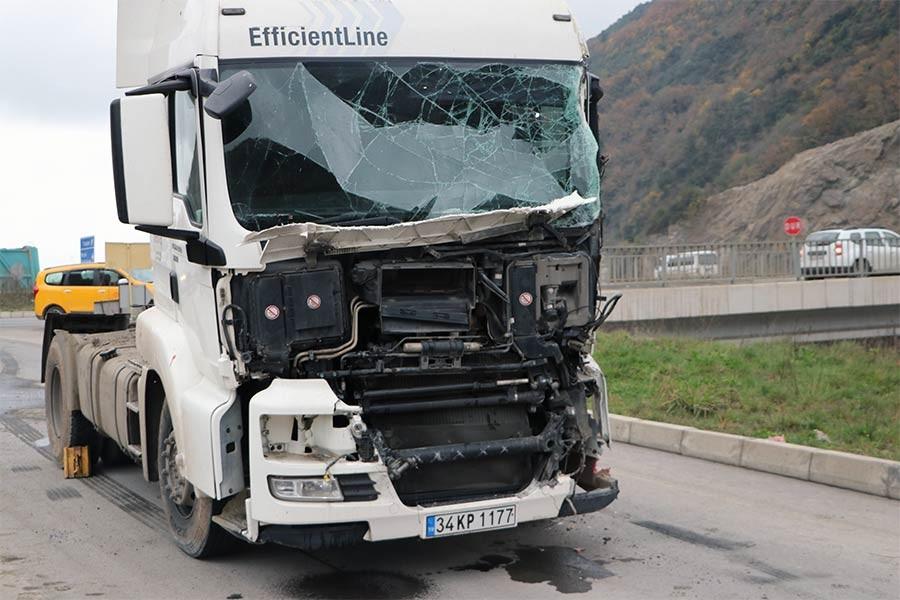 Trabzon'da belediye otobüsüyle TIR çarpıştı: 9 yaralı
