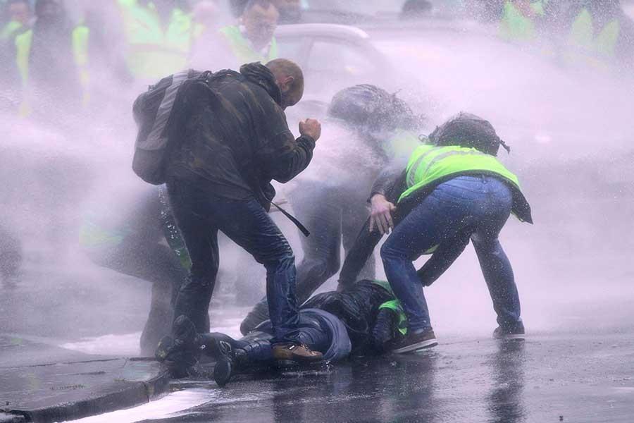 'Sarı yelekliler' eylemi Brüksel'e de yayıldı, polis eyleme saldırdı