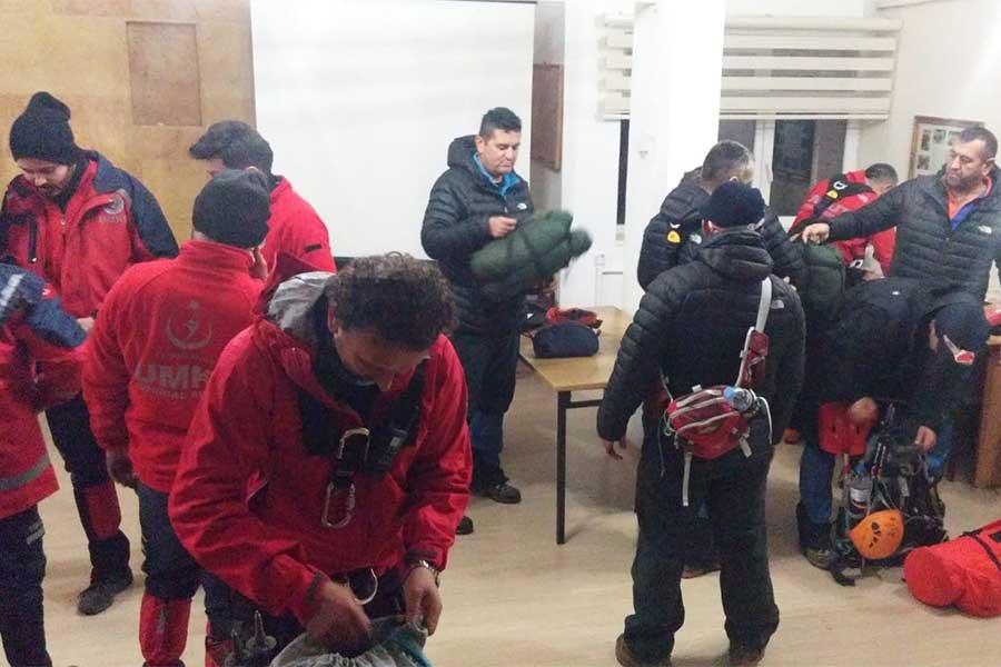 Niğde'de tırmanış yaparken mahsur kalan kadın dağcı kurtarıldı