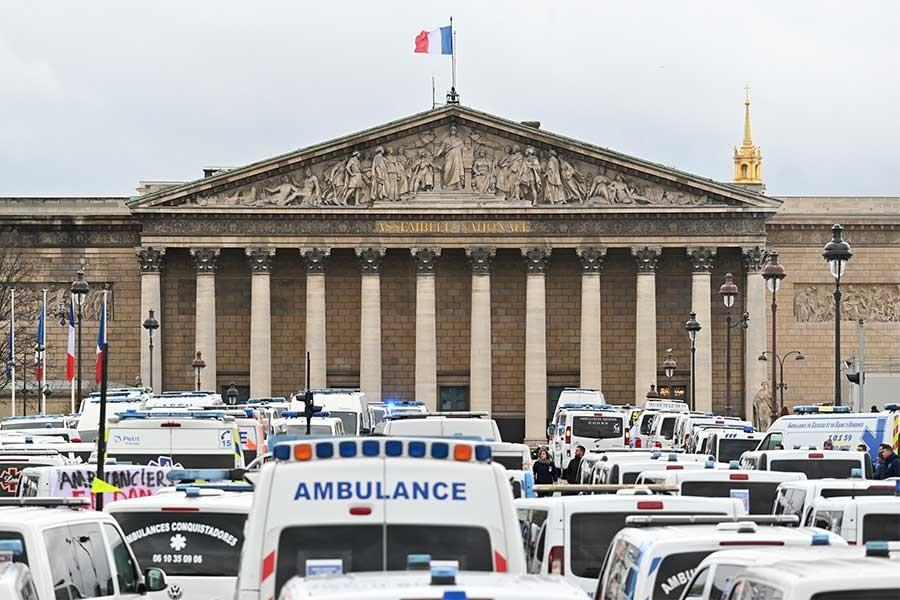 Fransa'da 'sarı yelekliler'in eylemlerinde görevli polislere özel prim