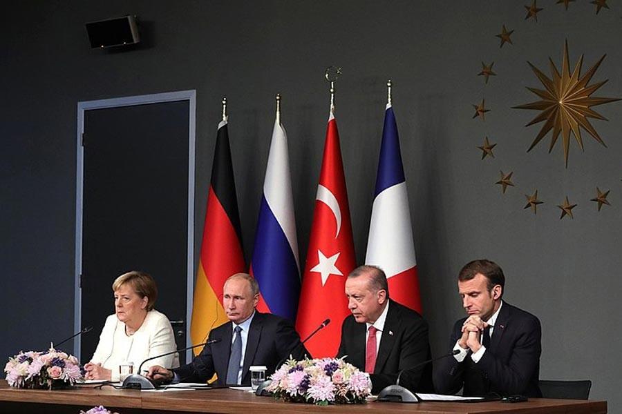 Kremlin: Putin ile Macron telefonda Suriye'yi görüştü