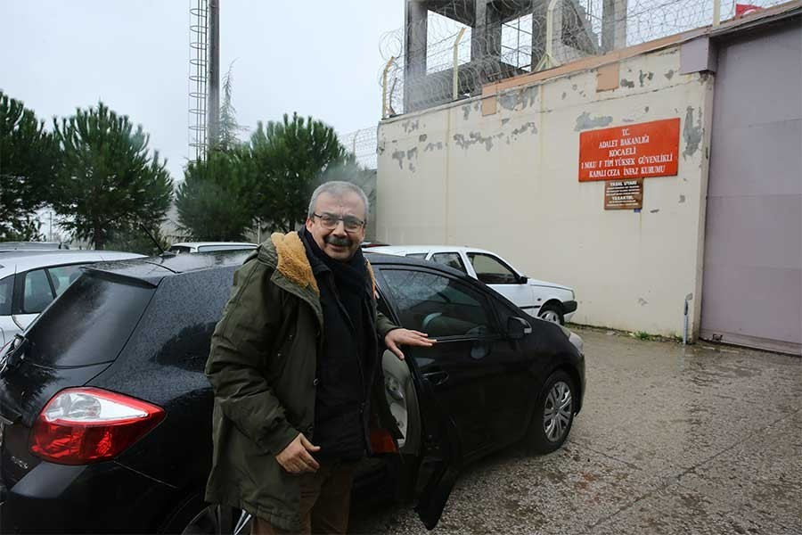 Sırrı Süreyya Önder went to Kandıra jail to  serve his sentence