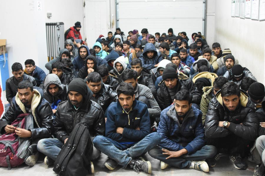 70 bin 160 mültecinin geçişi engellendi