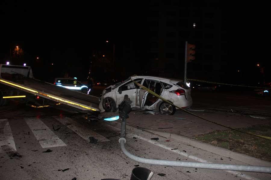 Konya'da otomobil, polis aracına çarptı: 1 polis hayatını kaybetti