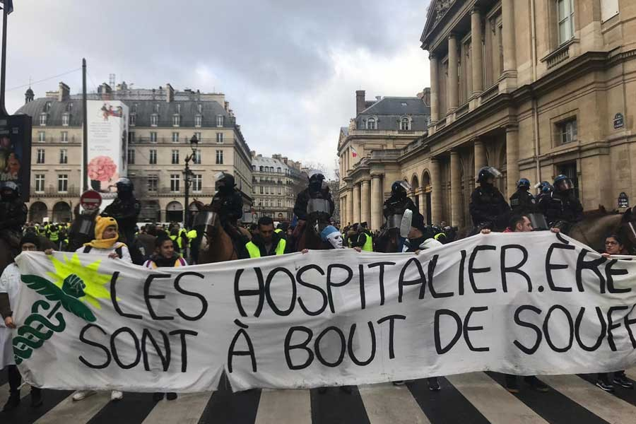 Sarı Yelekliler'de son durum: Macron iktidarına güven yok