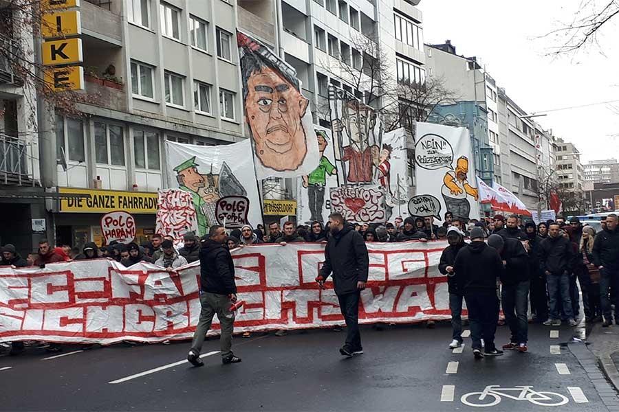 Almanya'da polis yasalarına karşı binlerce kişi yürüdü